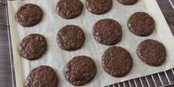 4-Ingredient Fudge Crinkles