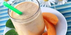 Banana-Peach Almond Smoothie