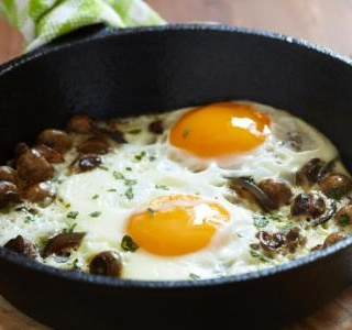 Baked Eggs with Spinach, Mushrooms, and Leeks