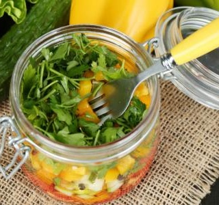 Burrito bowl Mason jar salads for quinoa, chicken and bacon