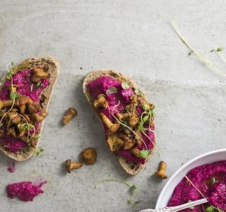 Hummus with beets and ricotta
