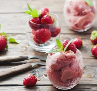 Instant frozen berry yogurt