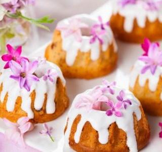 Mini Cardamom Cream Cakes