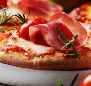 Mozzarella, ham & pesto pizzas