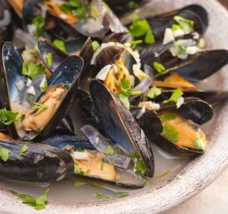 Mussels with White Wine and Parsley