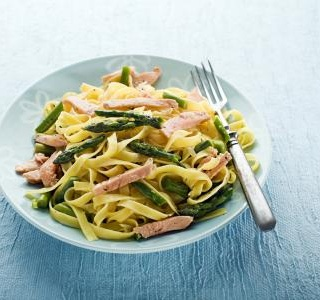 Pasta with asparagus, salmon and beans