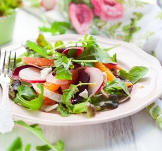 Summer salad with grapefruit and nuts