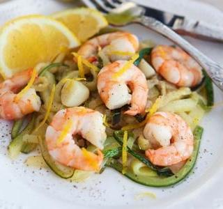 Zucchini spaghetti with shrimps