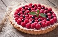 Pretty raspberry tart